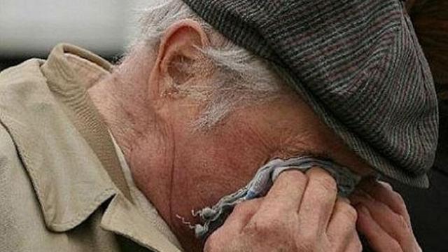 пожилой житель и мошенники